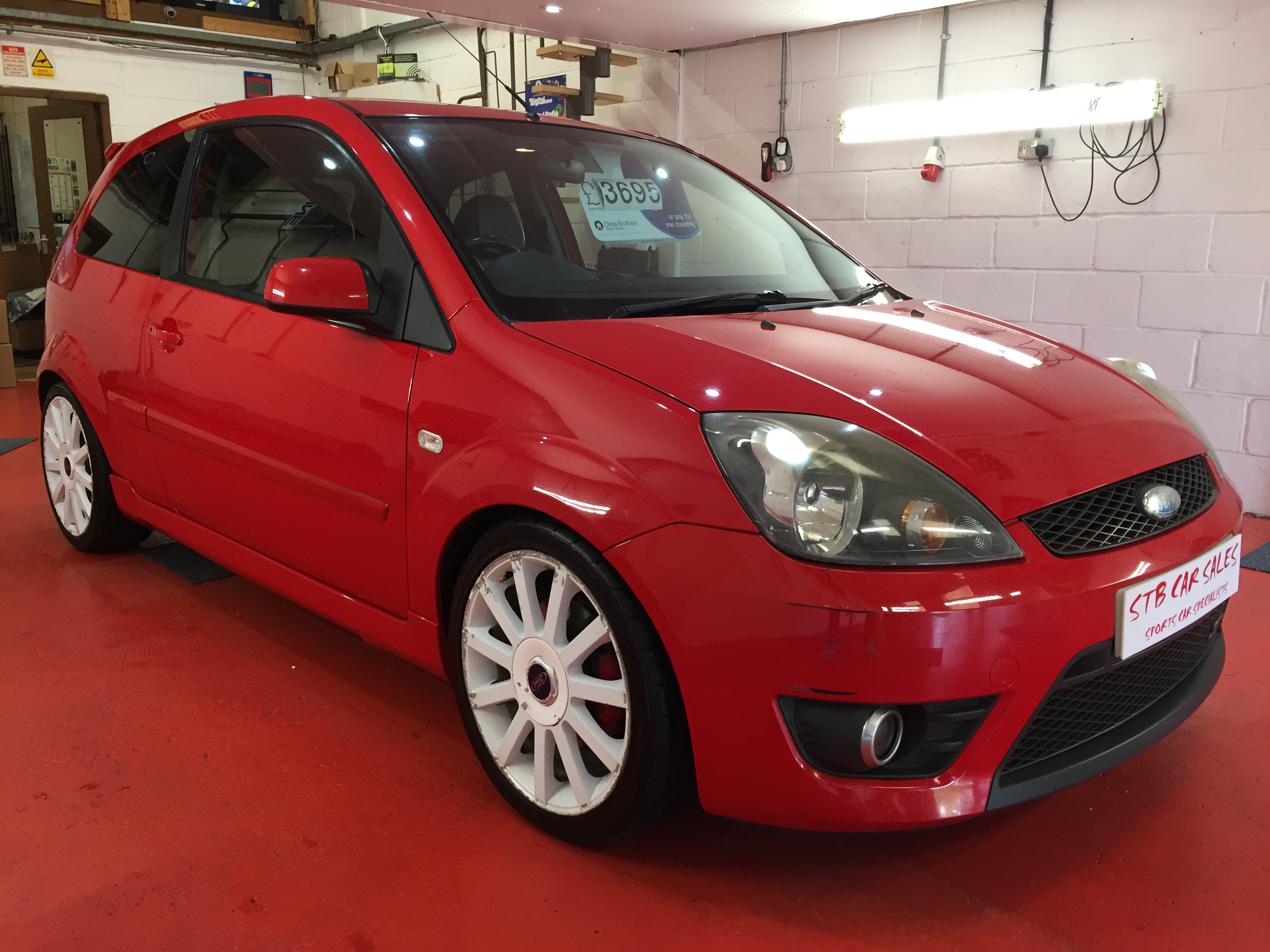 ford fiesta 2 0 2005 5my st in bright red with 91644 miles. Black Bedroom Furniture Sets. Home Design Ideas